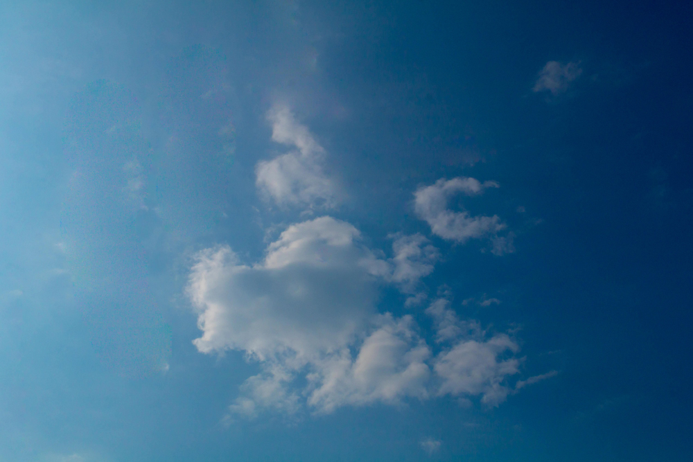 clouds-in-abstract-photomentor